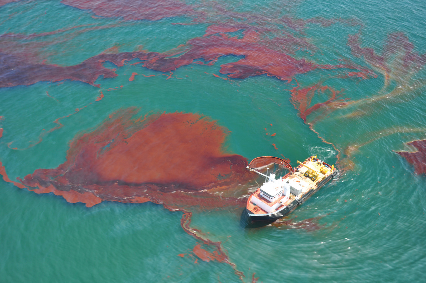 Skimming oil in the Gulf of Mexico during the Deepwater Horizon oil spill - Credit NOAA Office of Response and Restoration